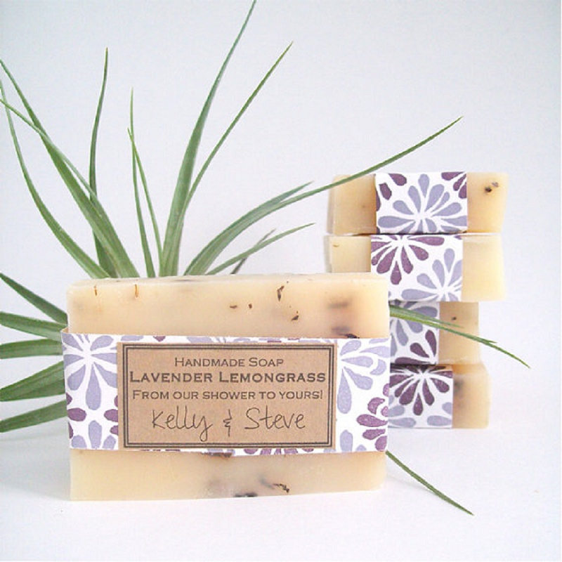 Handgemachte Seife als Gastgeschenk von The Little Flower Soap Co