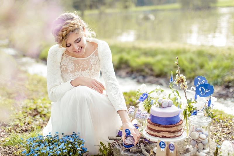 Inspirationen für eine Frühlingshochzeit in Blaubeere von Ihr &Wir