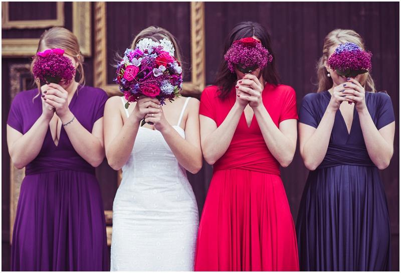 Hochzeit Brautjungferkleider rot lila blau