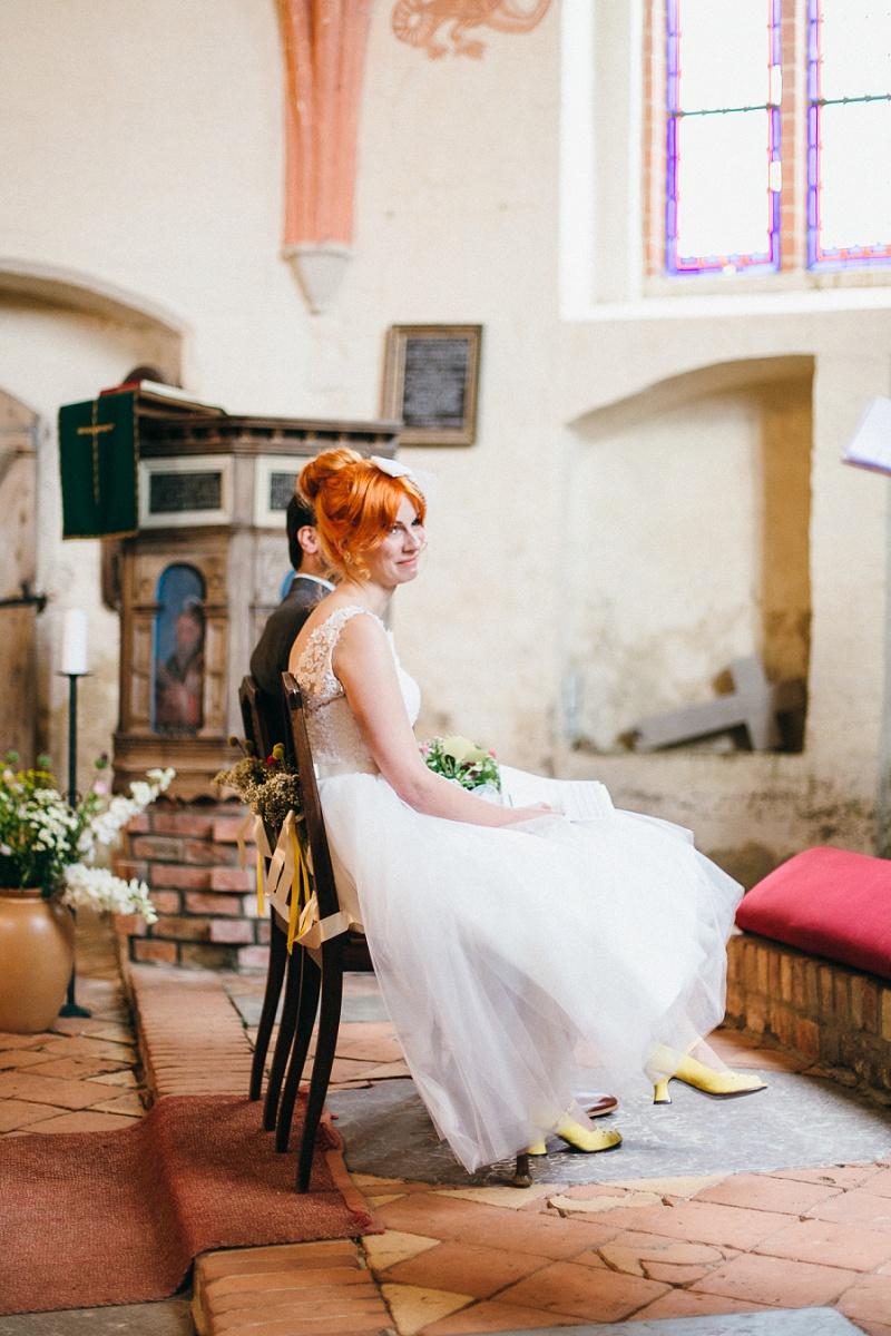 Braut gelbe Schuhe
