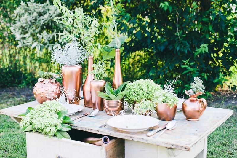 Traumhafte Tischdekoration aus Grün und Kupfer von Vergiss Mein Nicht Fotografie