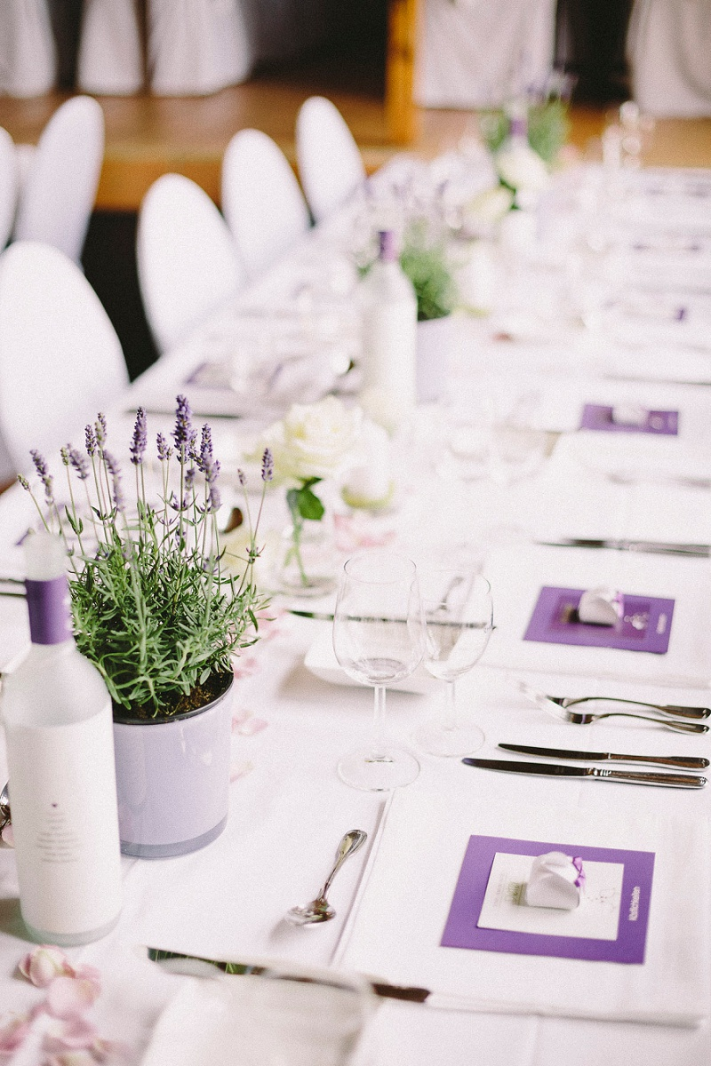 Scheunenhochzeit mit lavendel von die bahrnausen for Lavendel tischdeko