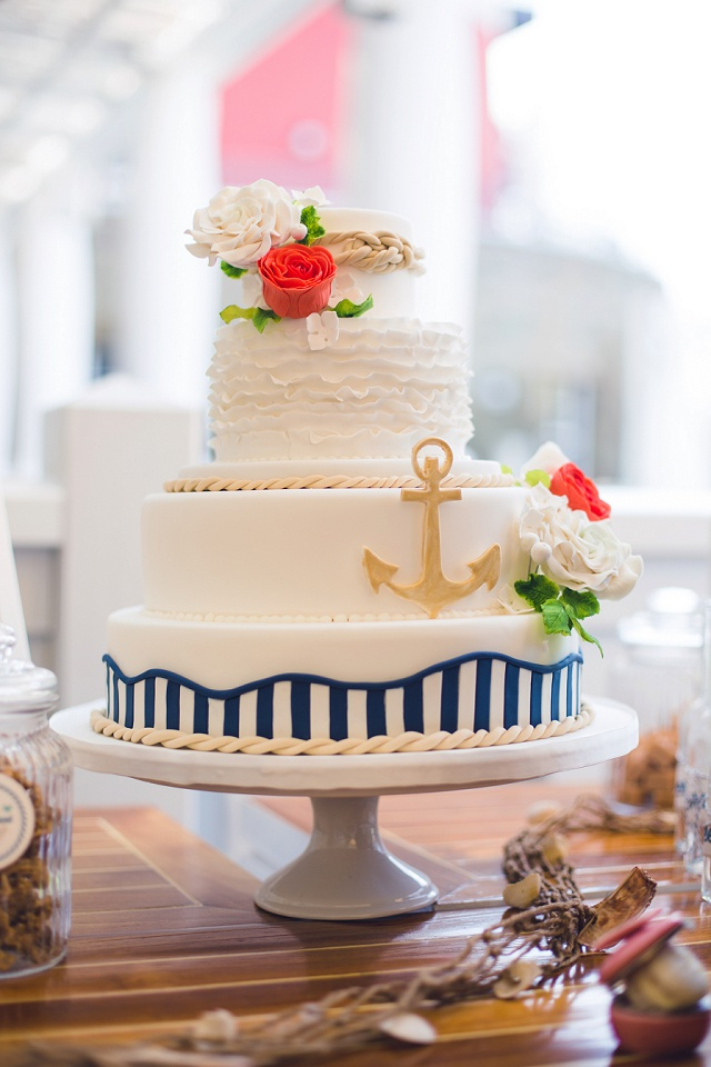 Hochzeitstorte blau weiß