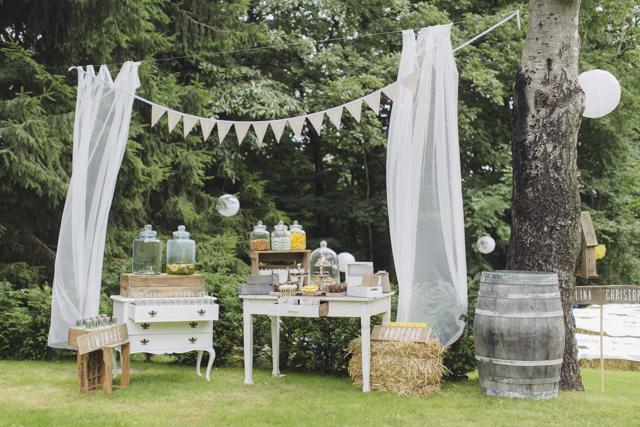 Romantische gartenhochzeit von hanna witte hochzeitsblog for Gartenhochzeit deko