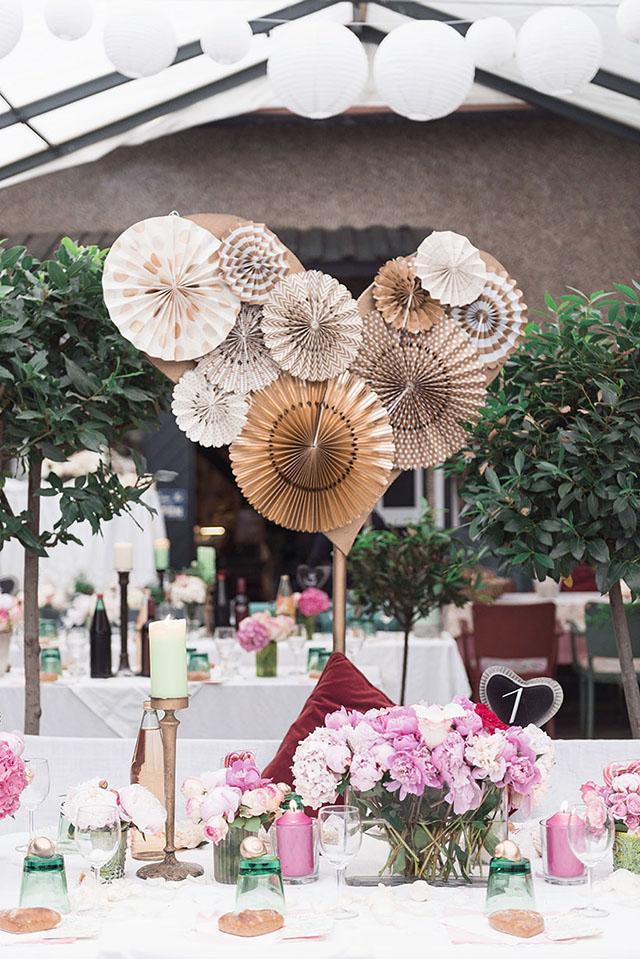 Hochzeitsdekoration Faltrosetten