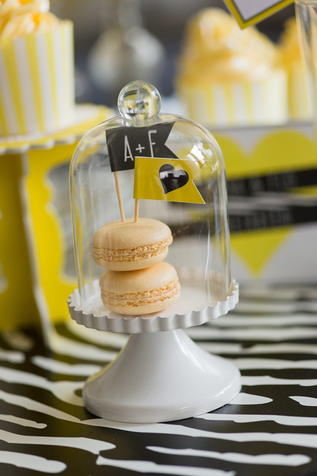 Cupcake Ständer mit Glasglocke
