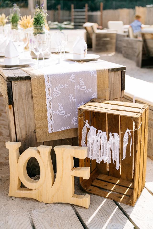 wundervolle boho hochzeit mit liebevoller diy deko von julia hofmann hochzeitsblog the little. Black Bedroom Furniture Sets. Home Design Ideas