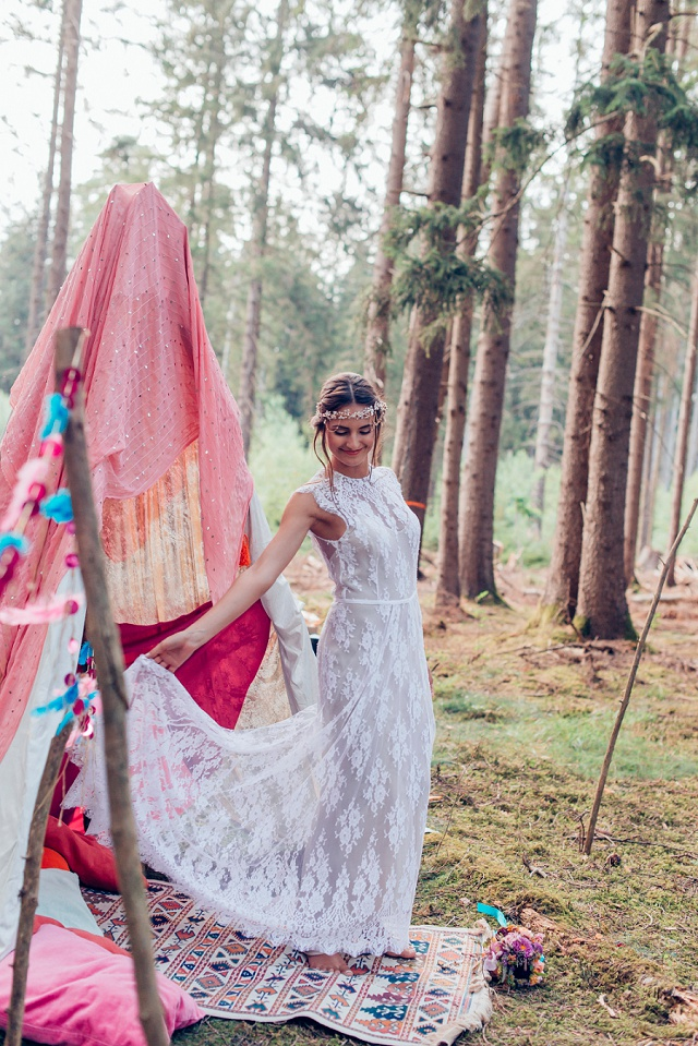 bunte boho hochzeit im wald mit individueller papeterie hochzeitsblog the little wedding corner. Black Bedroom Furniture Sets. Home Design Ideas