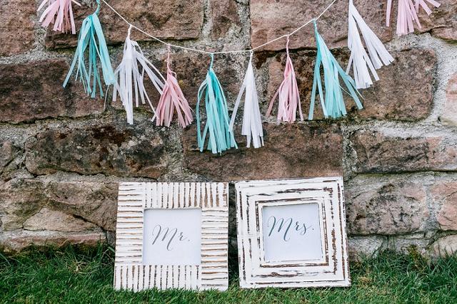 DIY Seidenpapier Girlande mit bunten Quasten von Julia Hofmann
