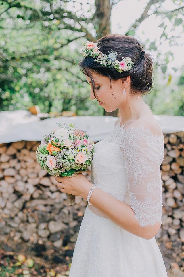 Braut Frisur Blumenkranz
