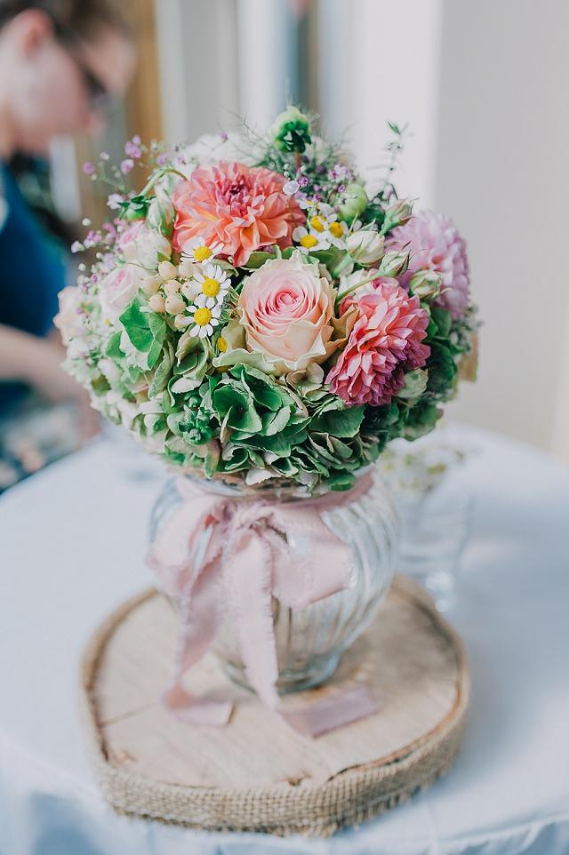 Brautstrauß Rosen Kamille Hortensien