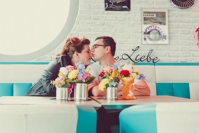 Zweiter Hochzeitstag von Friederike & Stefan im Fifties Stil