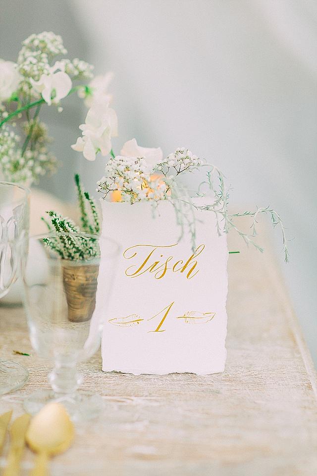 Tischnummer gold Kalligraphie