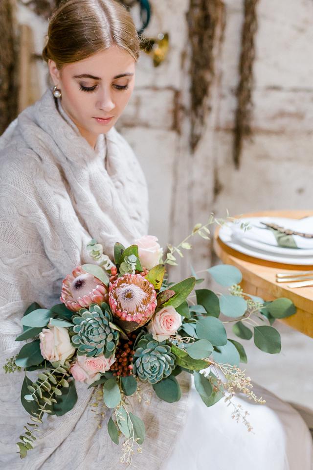 Brautstrauß Protea Eukalyptus Sukkulenten