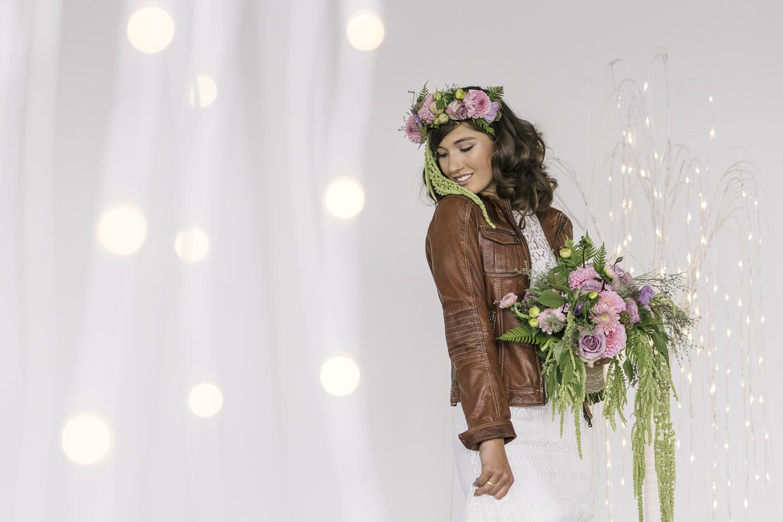 Brautkleid mit Lederjacke