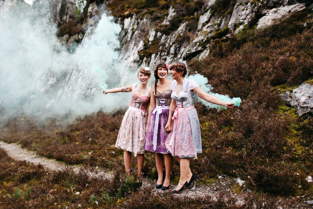 Bridal Party im modernen Dirndl Look mit Stylingideen