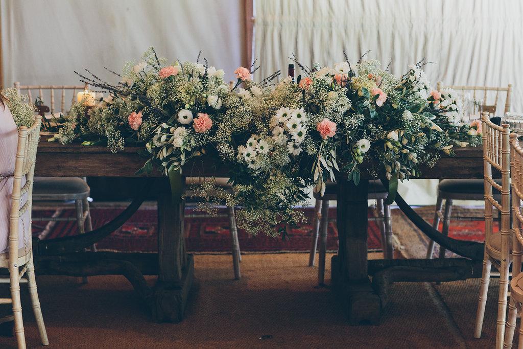 Blumenschmuck Brauttisch
