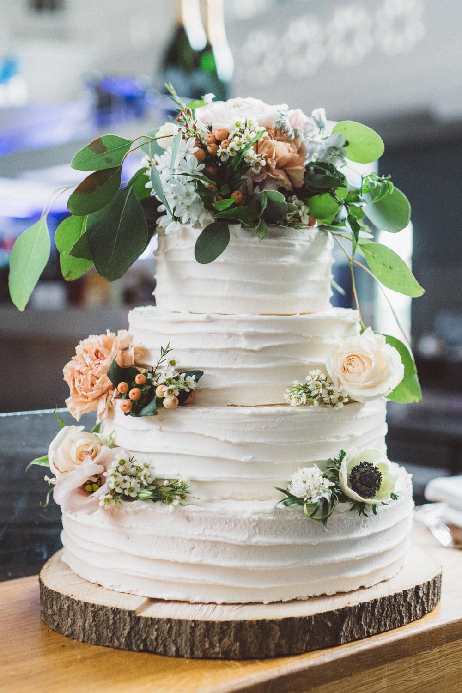 Hochzeitstorte weiß Sahne