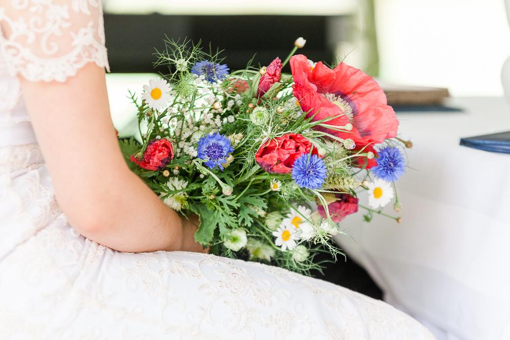 Brautstrauß Wiesenblumen