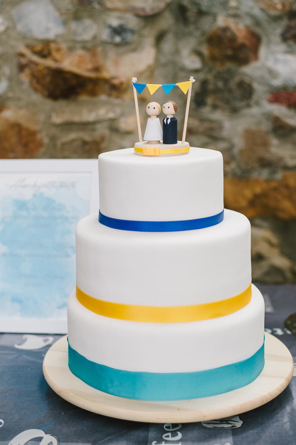 Hochzeitstorte gelb blau