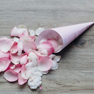 DIY des Monats Juli: Wedding Wands und Blumentüten für eure Gäste