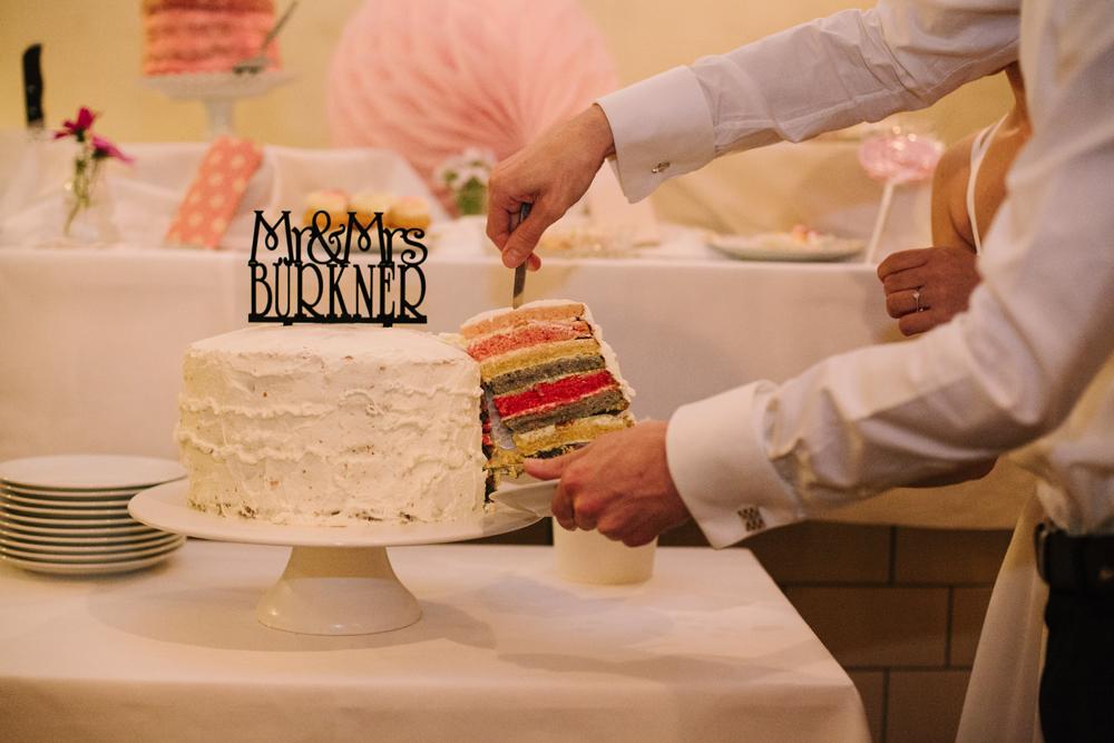 Hochzeitstorte Regenbogen mehrfarbig