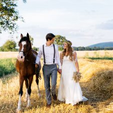 After Wedding Shooting mit Pferd und Boho Flair