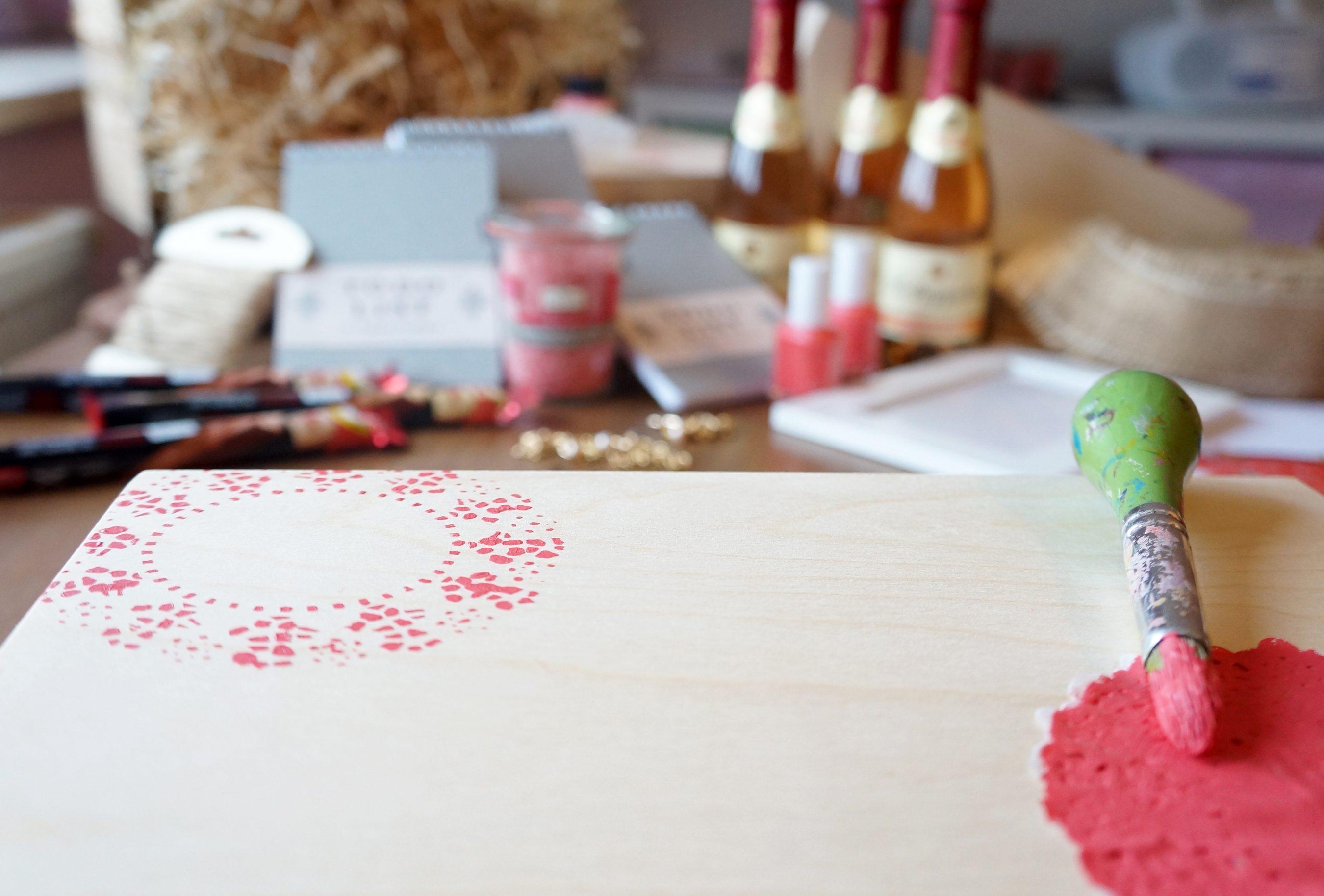 DIY Idee Geschenk Box Brautjungfer Trauzeugin Doilies Schablone