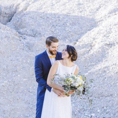 Frühlingshafte Hochzeitsinspirationen in Gelb und Olivgrün