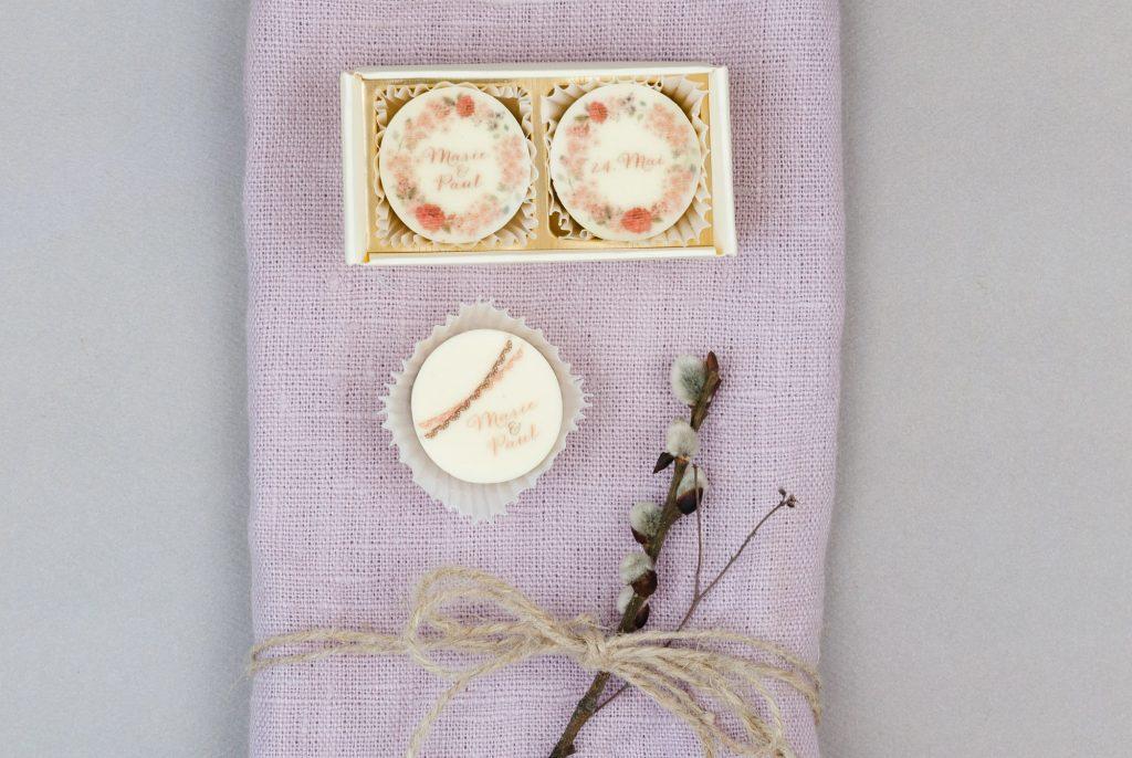 Schokolade und Pralinen als Gastgeschenke für Hochzeit von chocolate valley