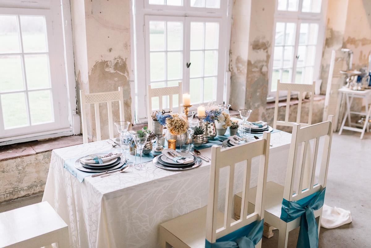 Tischdekoration blau weiß Vintage