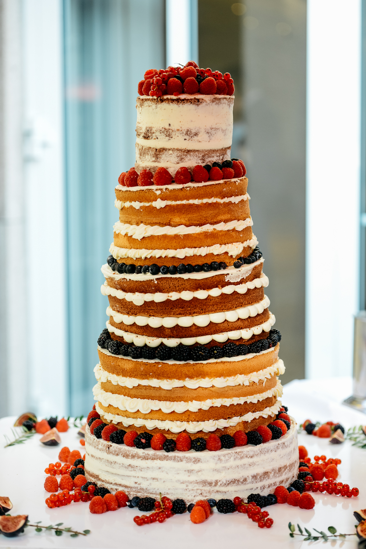 Hochzeitstorte Naked Cake mit Beeren