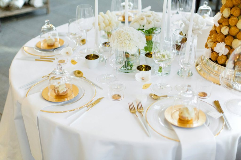 Modernes Wedding Design in Weiß und Gold