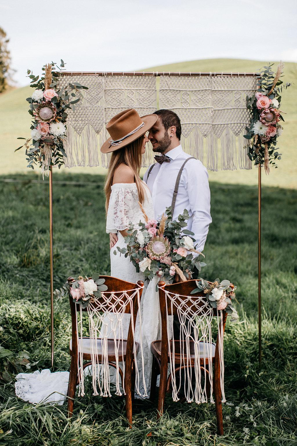 Traustühle Deko Ideen, Ideen Hochzeitsdeko Stühle, Hochzeitsdeko Stühle, Stühle dekoraieren, Hochzeitsdeko makramee