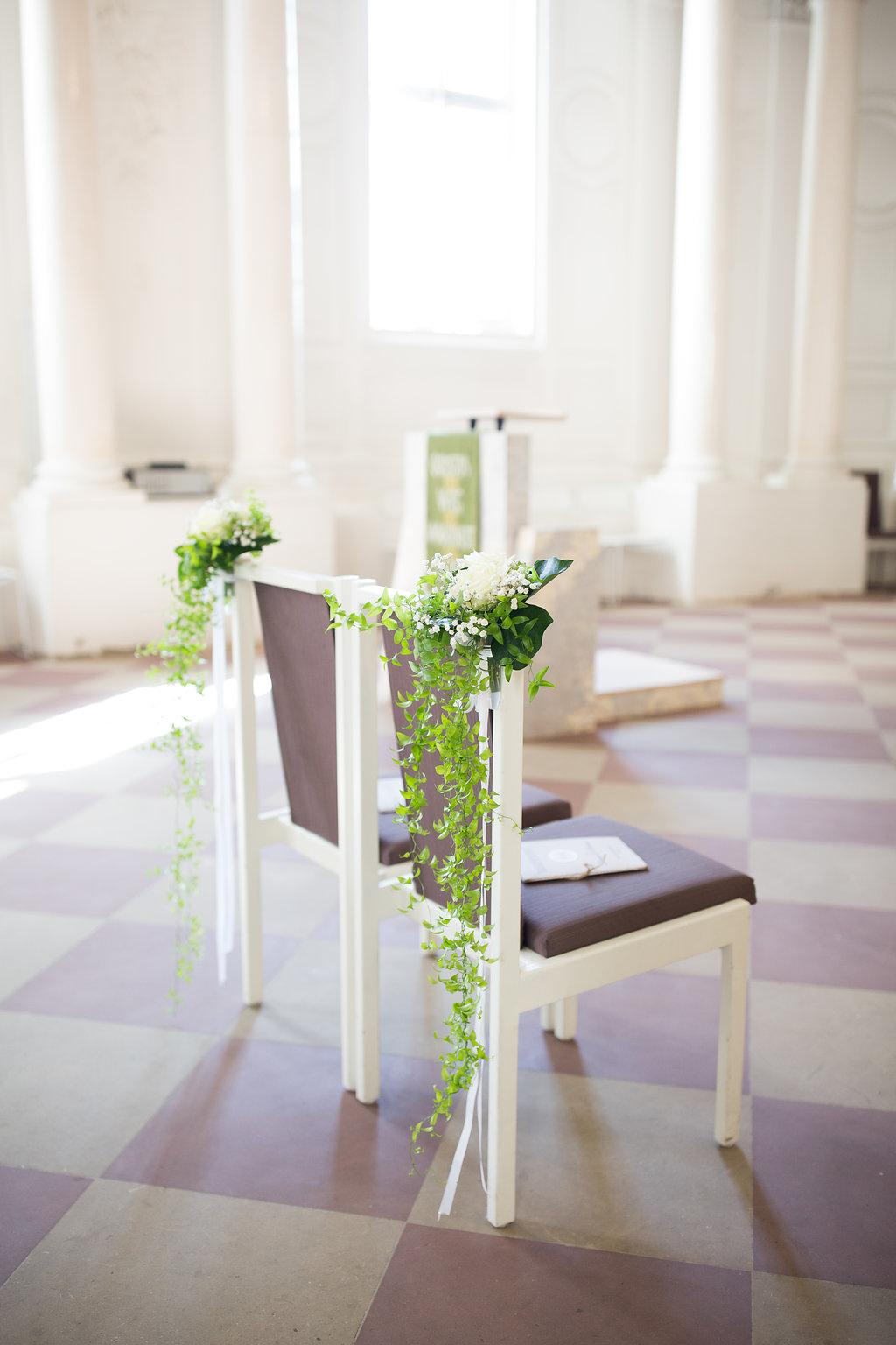 Stühle Trauung Deko
