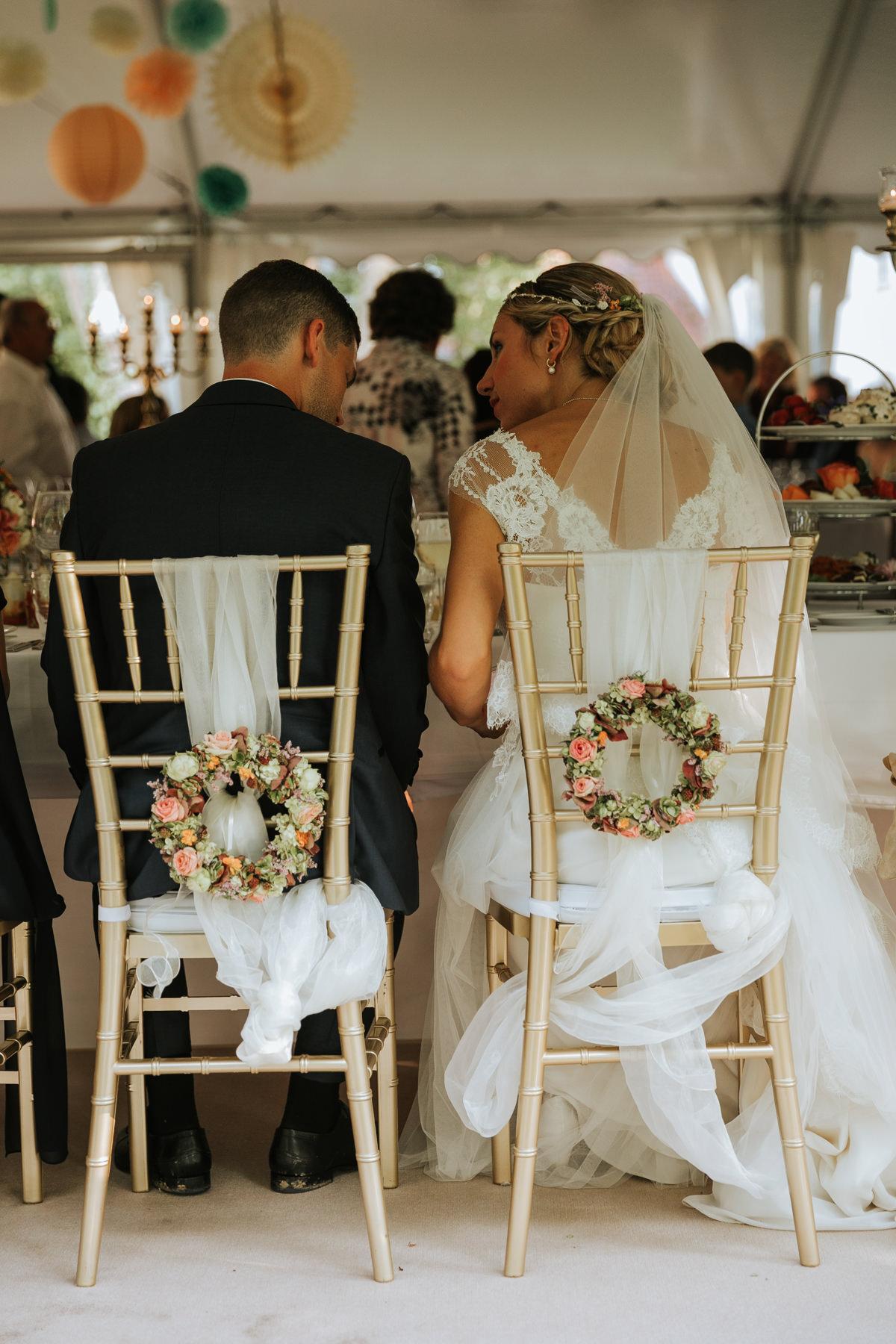 Stühle Brautpaar Dekoration