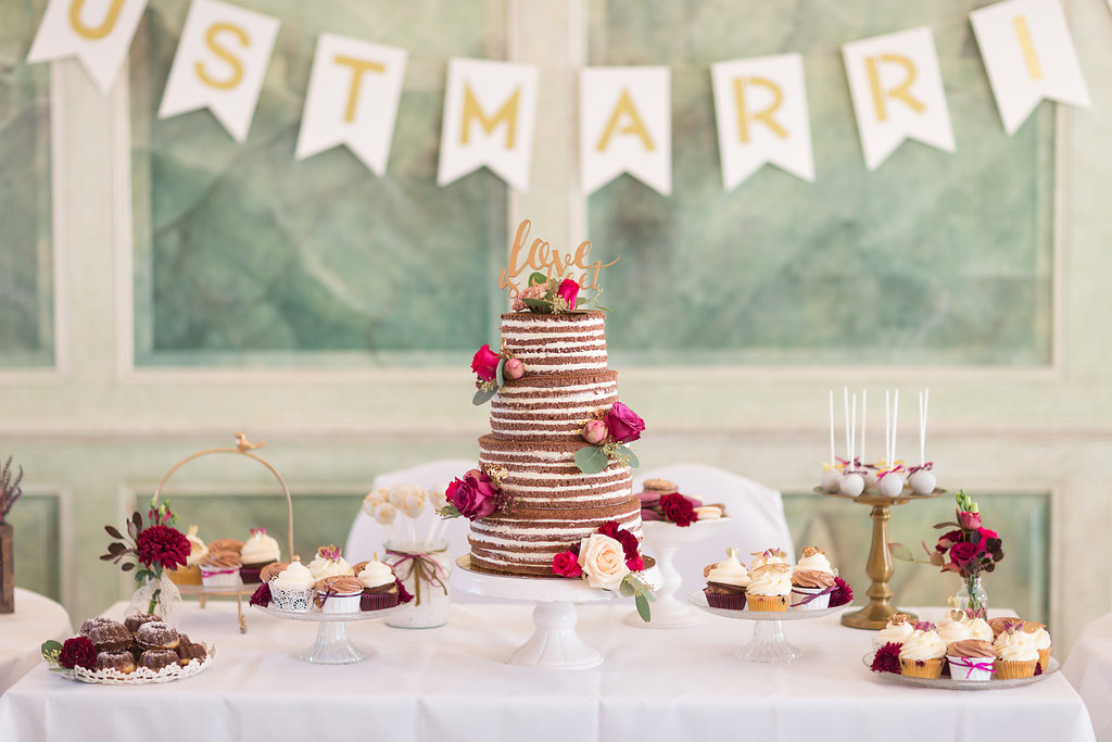 Sweet Table Hochzeit Beerentöne rot pink für Herbst