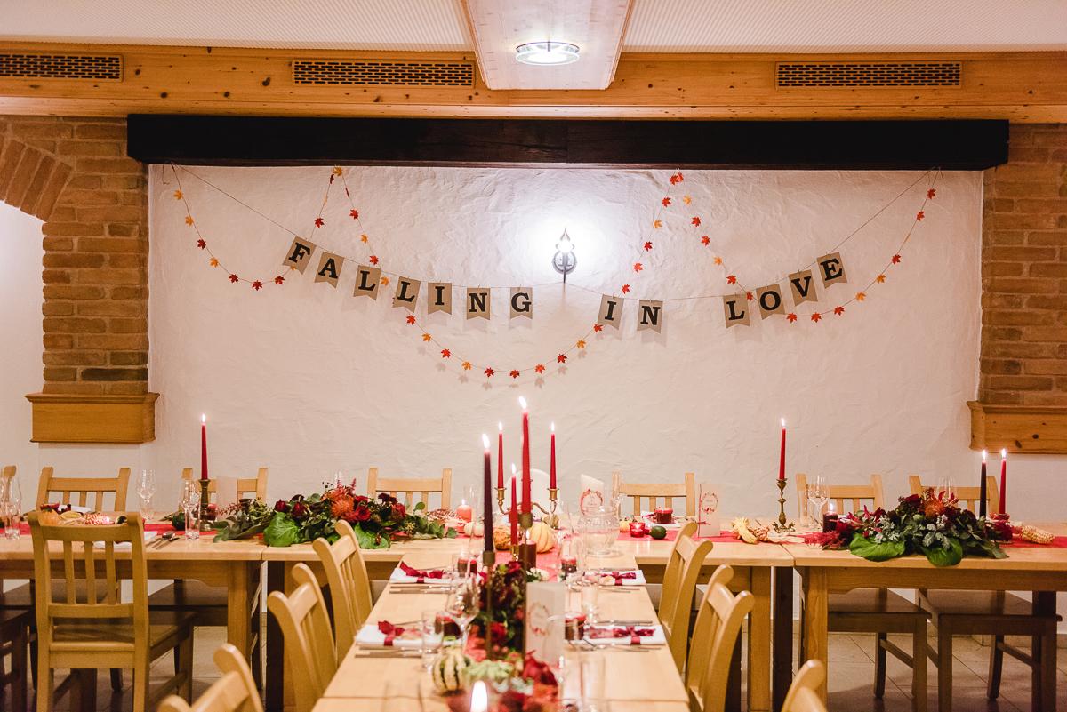 Tischdeko Herbsthochzeit, Tischdeko Hochzeit orange rot, Tischdeko Herbst, Deko Herbst Kürbisse