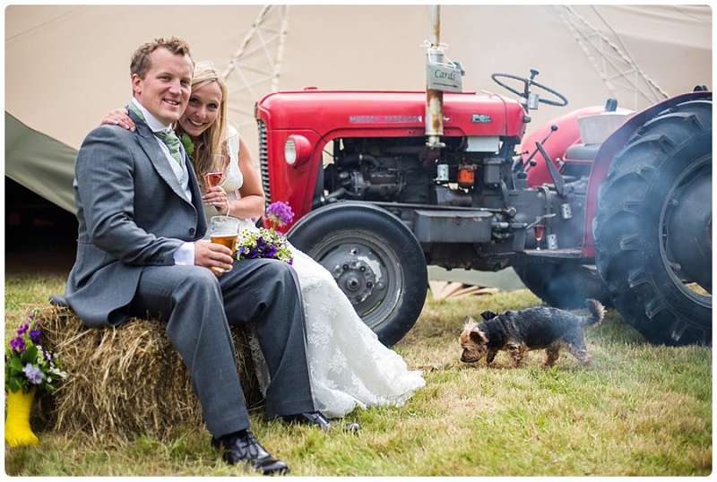 Rustikale englische DIY-Hochzeit in Kent von Dominic Whiten