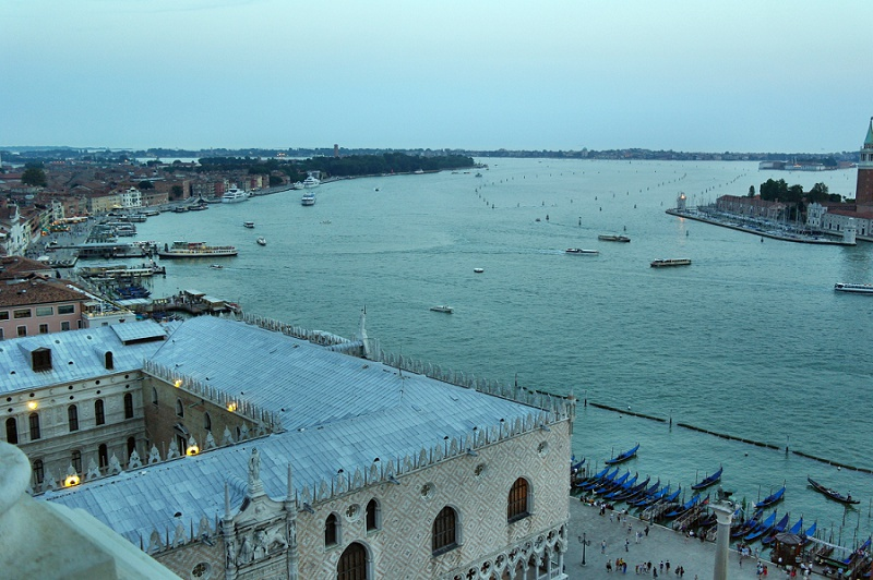 Venedig Dogenpalast Abend