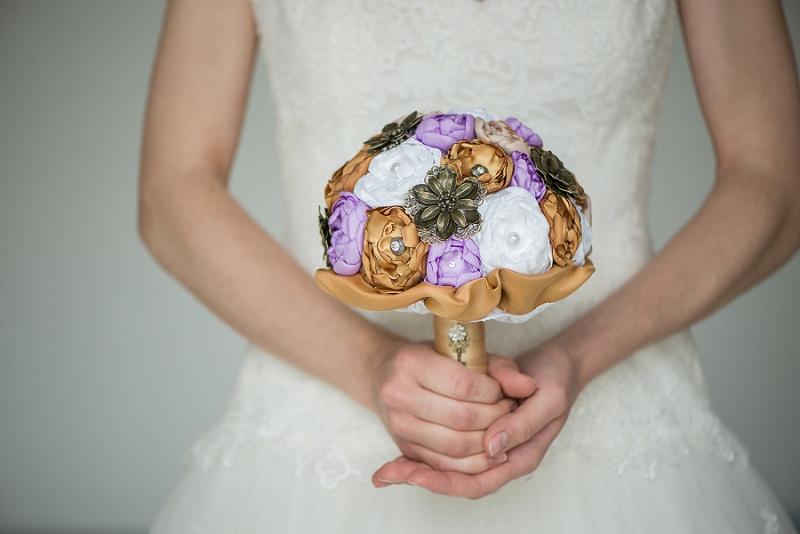 Hochzeit Brautstrauß Stoffblumen mit Vintage Brosche