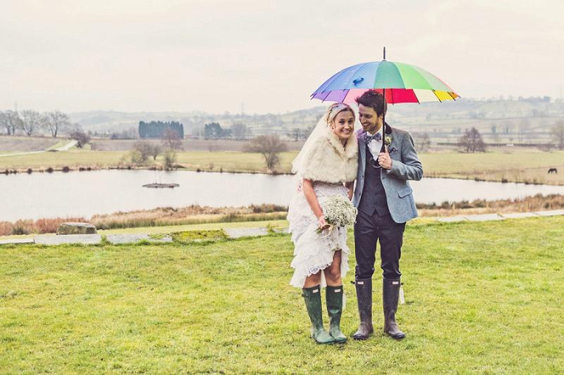 Vintage Hochzeit in traumhafter Scheunenlocation von Claire Penn