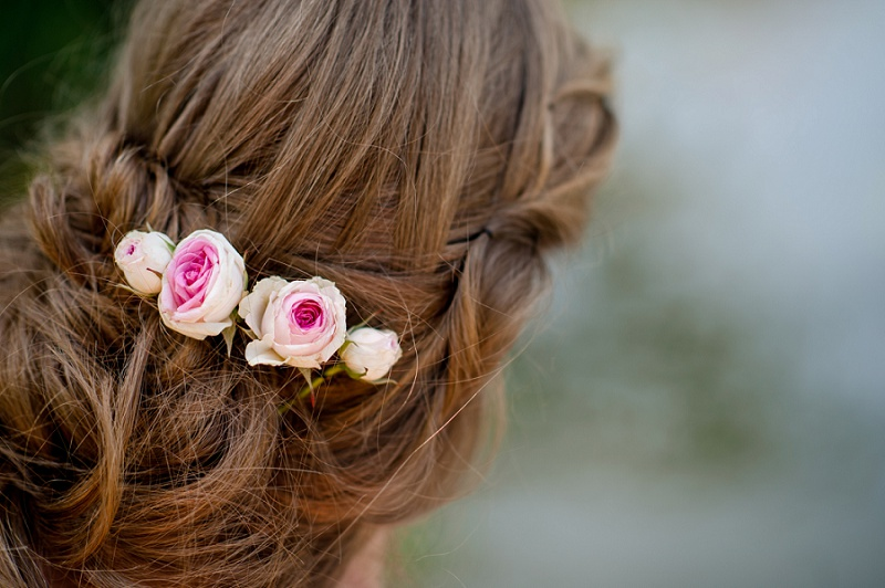 Flechtfrisur Hochzeit Blumenschmuck Haar