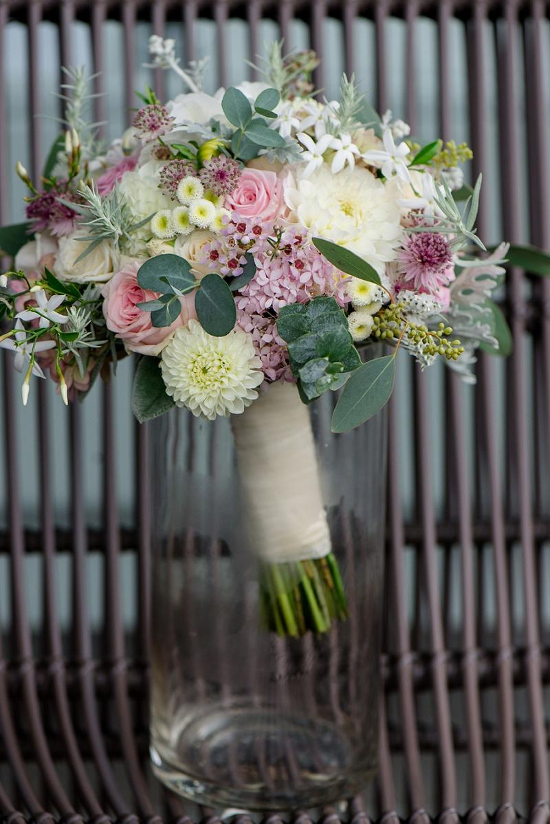 Brautstrauß pastell Dahlien Rosen