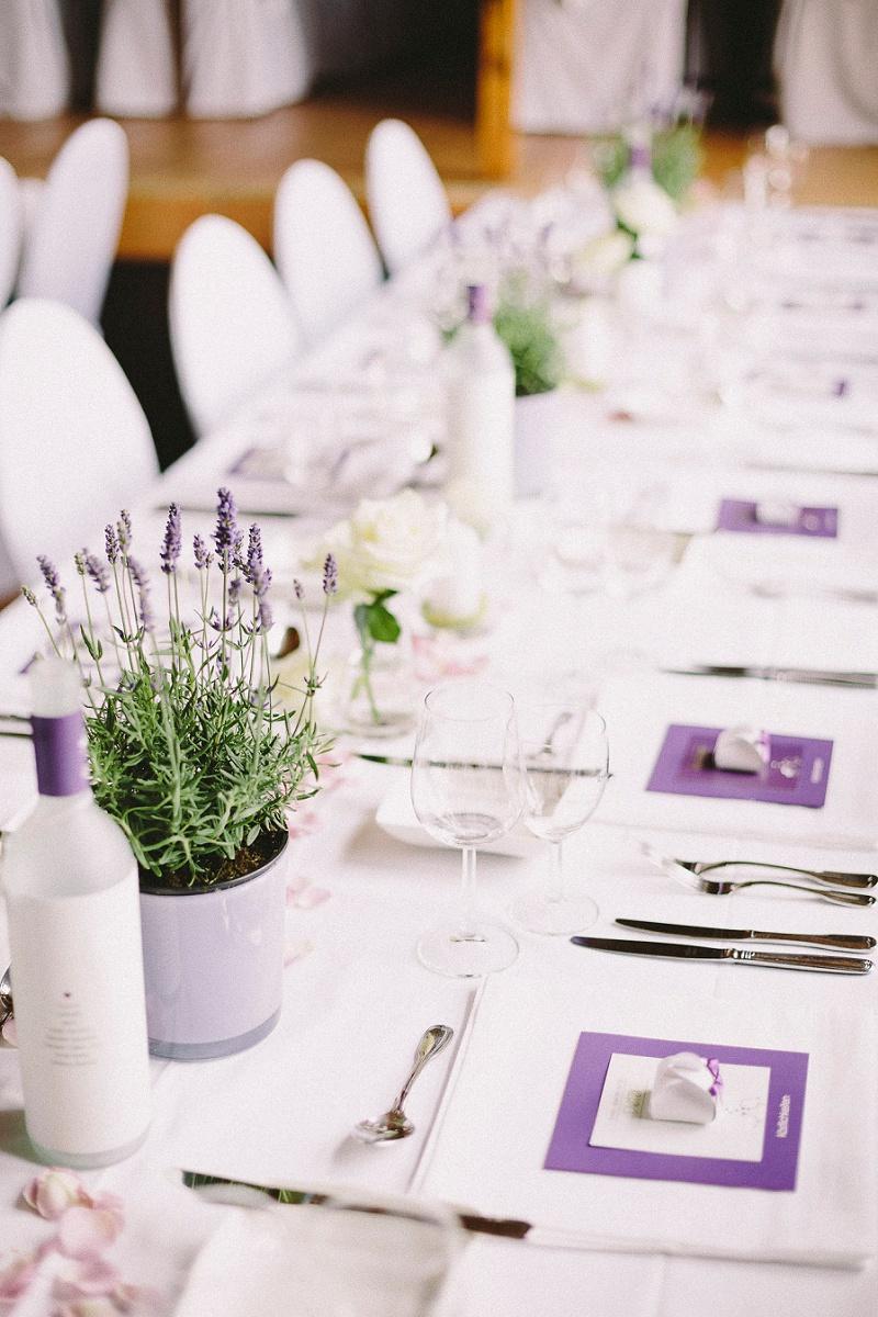 Scheunenhochzeit Mit Lavendel Von Die Bahrnausen Hochzeitsblog The