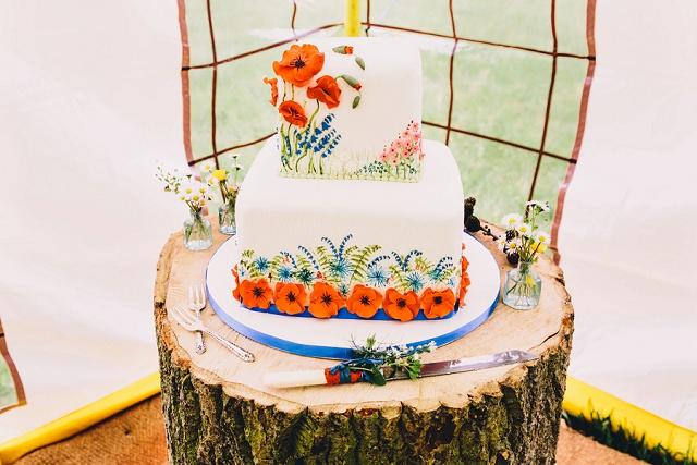 Hochzeitstorte Mohnblüten Boho