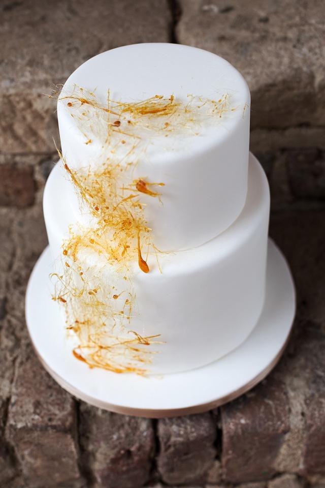 Hochzeitstorte weiß Karamellgitter