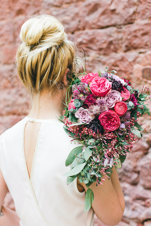 Brautstrauß rosa beerenfarben