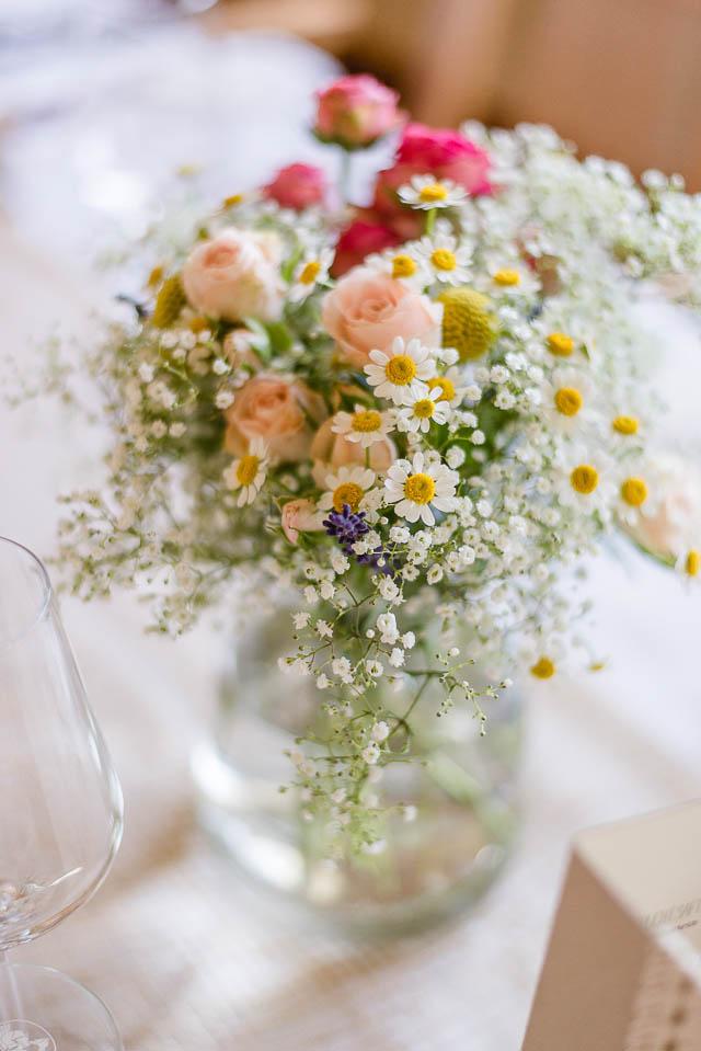 Tischdekoration Hochzeit rosa gelb