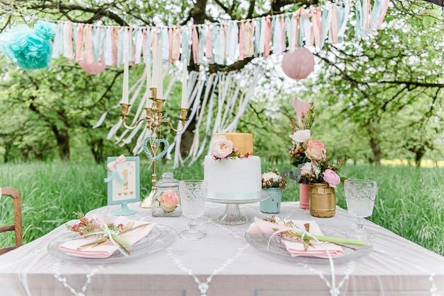 Tischdekoration gartenhochzeit pastell